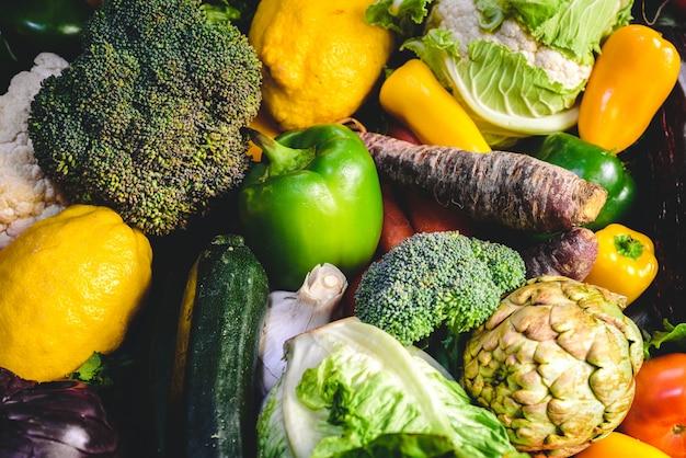 Varietà di verdure fresche per dieta disintossicante. Foto Premium