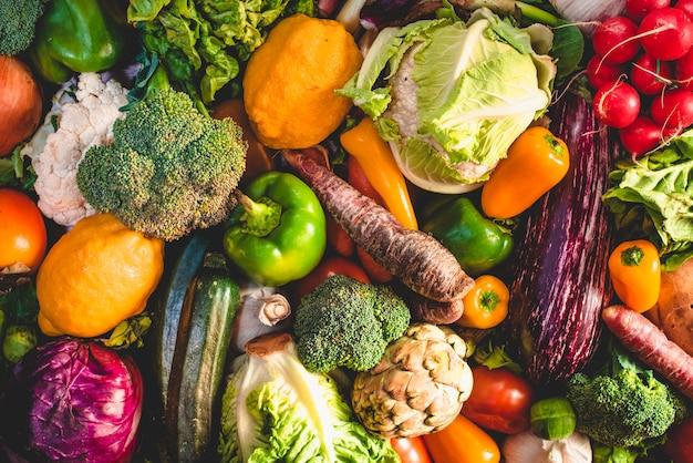 Varietà di verdure fresche per la dieta detox. Foto Premium
