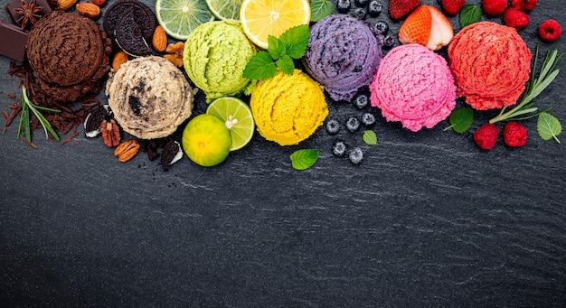 Vario di messa a punto della palla di sapore del gelato Foto Premium