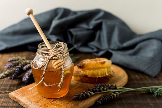 Vasetto di miele con lavanda Foto Gratuite
