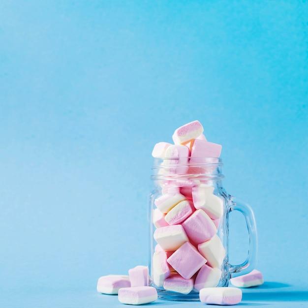Vaso con marshmallow Foto Gratuite