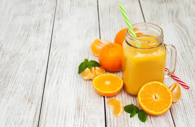 Vaso con succo d'arancia Foto Premium