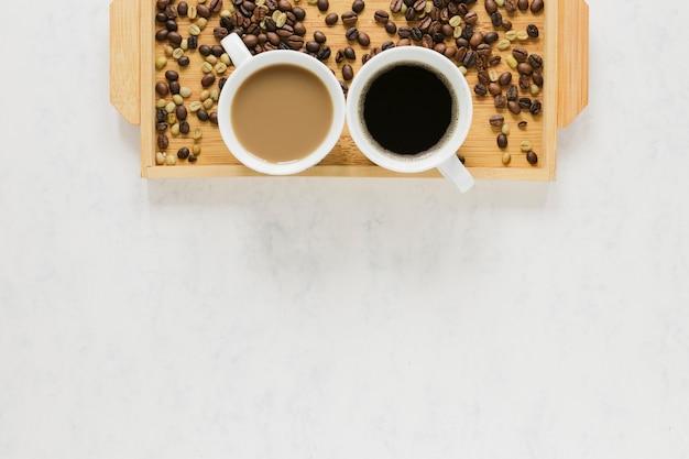 Vassoio di legno con lo spazio della copia e del caffè Foto Gratuite