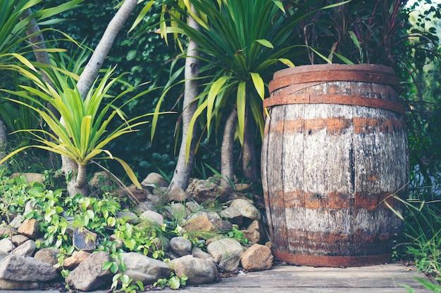 Vecchia botte di legno di rovere Foto Premium