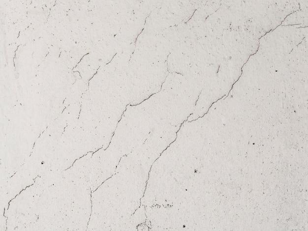 Vecchia parete del cemento bianco con strutturato incrinato Foto Gratuite