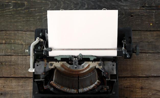 Vecchia priorità bassa della macchina da scrivere Foto Premium