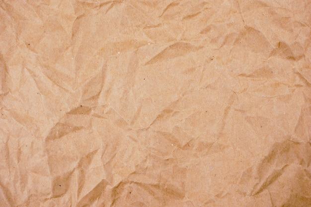 Vecchia struttura di carta sgualcita marrone del fondo Foto Premium
