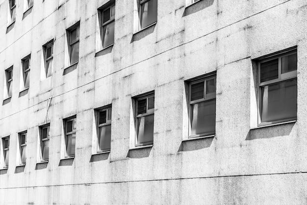 Vecchio modello di finestra in bianco e nero Foto Gratuite