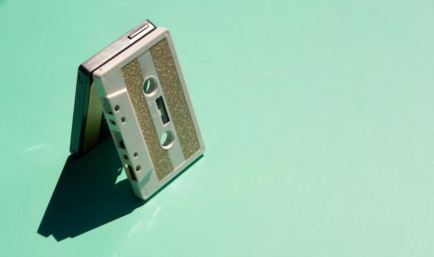Vecchio nastro su sfondo verde con copia-spazio Foto Gratuite