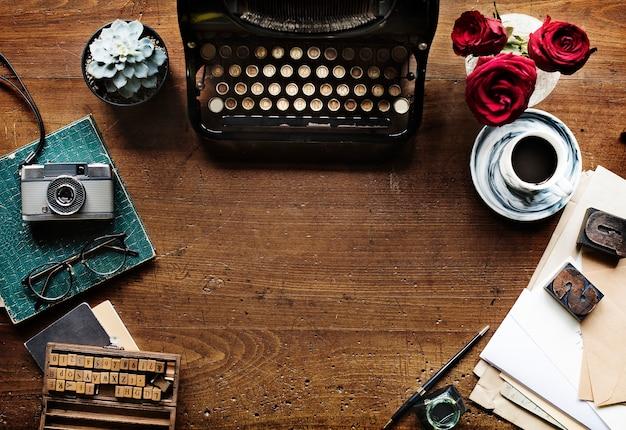 Vecchio stile della macchina della macchina da scrivere retro Foto Gratuite