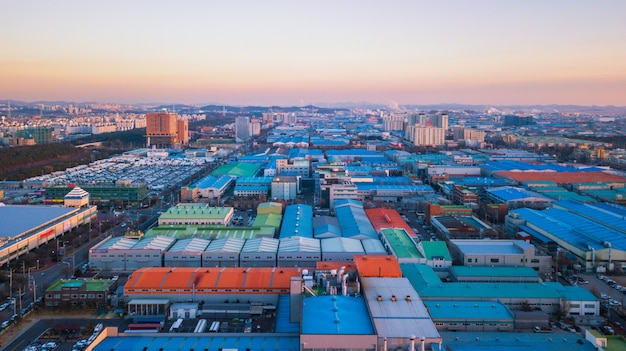 Veduta aerea tramonto del parco industriale. Foto Premium