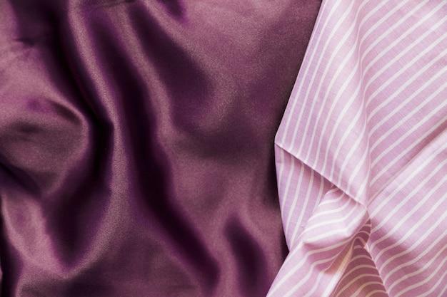Veduta dall'alto del modello di linea rosa e tessile viola Foto Gratuite