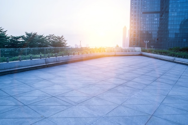 Veduta di piastrelle quadrate al tramonto scaricare foto gratis