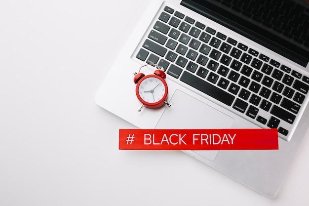 Vendita venerdì nero di laptop e orologio Foto Gratuite