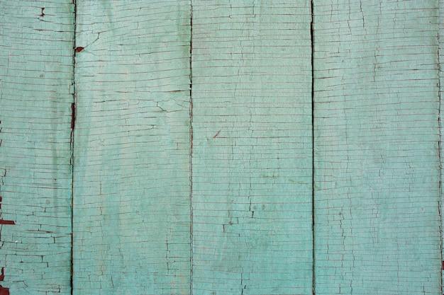 Verde chiaro desaturato, colore della menta vecchio stressato, esposto alle intemperie, incrinato rusic esterno dipinto tavole di legno normale texture di sfondo. colore di tendenza dell'anno 2020. Foto Premium