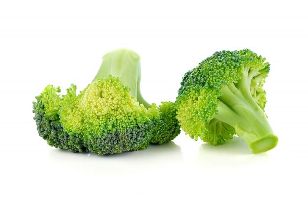 Verdura dei broccoli isolata su bianco Foto Premium