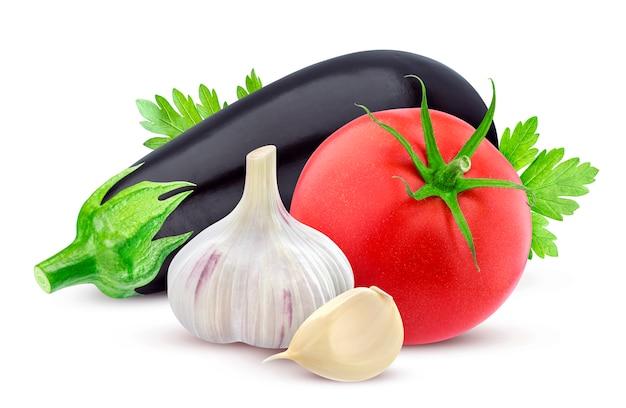 Verdura fresca isolata su bianco Foto Premium