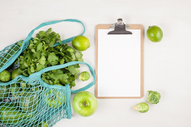 Verdure biologiche fresche in colore verde. Foto Premium