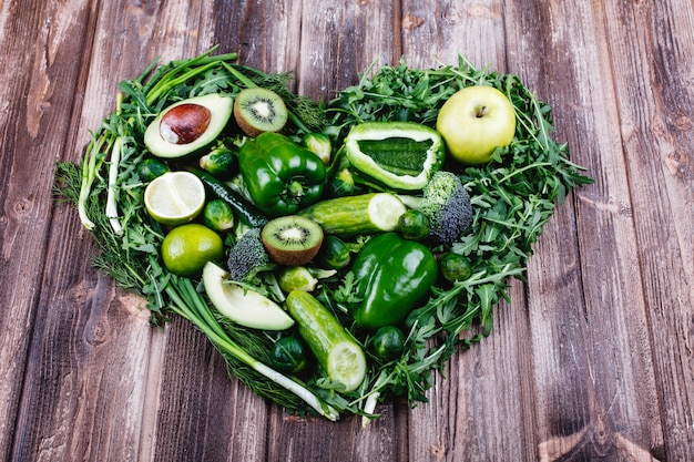 Verdure fresche, frutta e verde vita sana e cibo Foto Gratuite