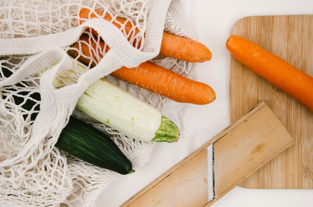 Verdure piatte in sacchetto a rete all'uncinetto Foto Gratuite