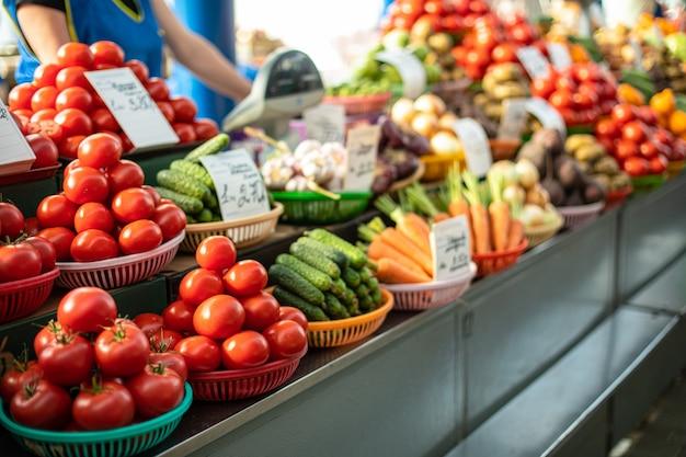 Verdure vendute sul mercato Foto Gratuite