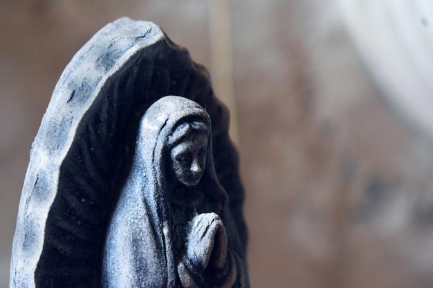 Vergine di guadalupe che prega Foto Premium