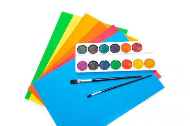 Vernice e carta colorata, forniture per ufficio. tasse scolastiche. Foto Premium