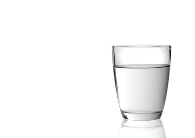 Vetro con acqua isolata su fondo bianco Foto Premium