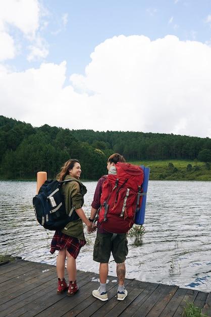 Viaggiatori sul lago Foto Gratuite