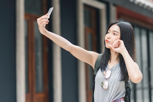 Viaggio asiatico della donna di blogger a pechino, cina Foto Gratuite