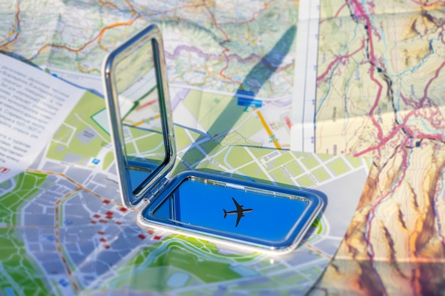 Viaggio in aereo, vacanze, vai su un concetto di avventura. Foto Premium