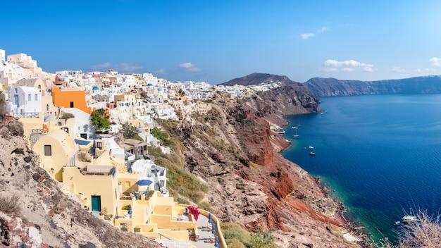 Villaggio di oia, isola di santorini, in grecia Foto Premium