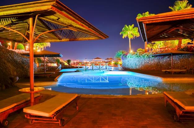 Visita l'auditor dell'hotel e valuta il livello dell'area decorativa. Foto Premium