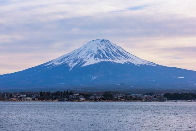 Vista aerea della montagna di fuji, giappone Foto Premium