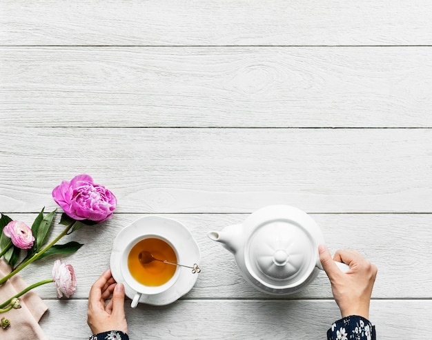 Vista aerea della rottura della bevanda del tè e del concetto caldi di rilassamento con lo spazio della copia Foto Gratuite