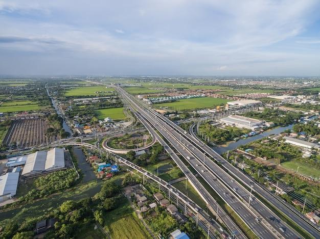 Vista aerea della superstrada nella città tailandia di bangkok Foto Premium