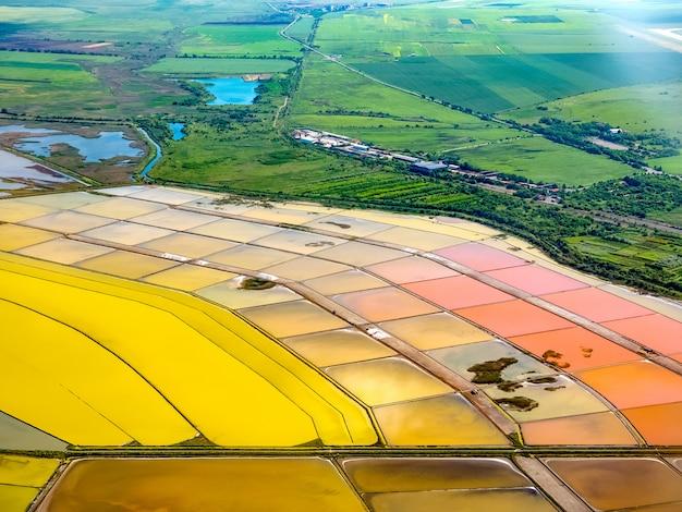 Vista aerea delle saline vicino a burgas, bulgaria Foto Premium