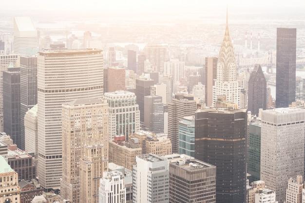Vista aerea di new york in un giorno nuvoloso Foto Premium