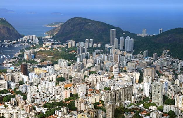 Vista aerea di rio de janeiro giù la città con i grattacieli, brasile Foto Premium