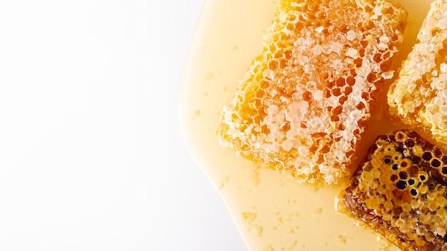 Vista dall'alto a nido d'ape d'oro con spazio di copia Foto Gratuite