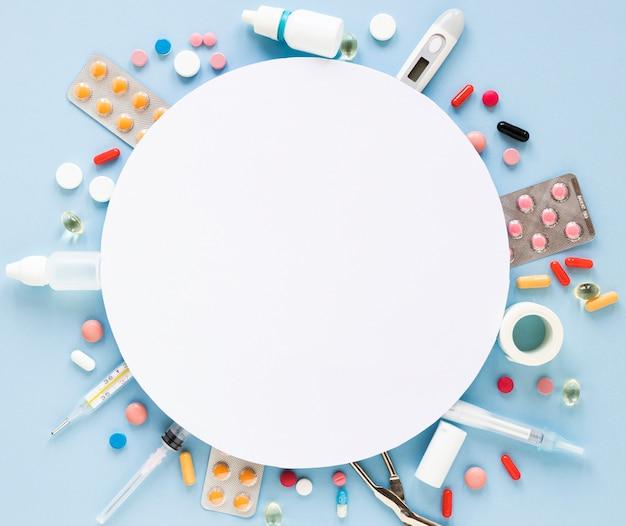 Vista dall'alto assortimento di compresse e pillole Foto Gratuite