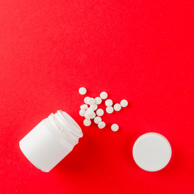Vista dall'alto assortimento di medicina sul tavolo Foto Gratuite