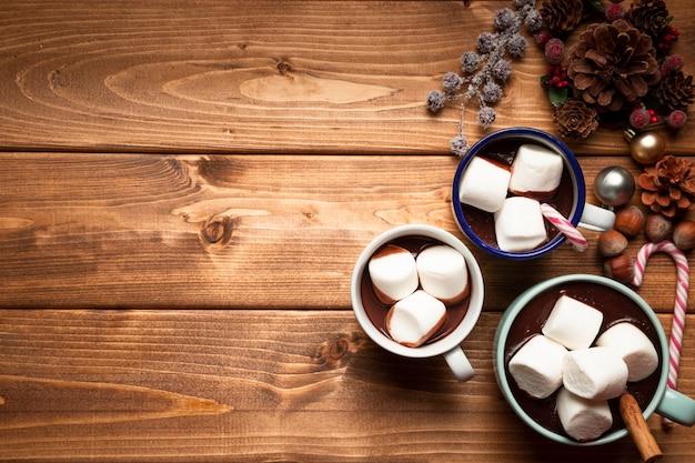 Vista dall'alto cioccolata calda con marshmallow Foto Gratuite