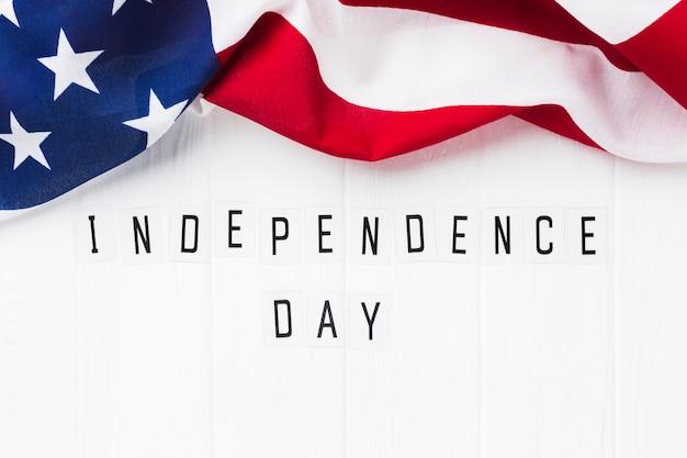 Vista dall'alto della bandiera americana per la celebrazione della festa dell'indipendenza Foto Gratuite