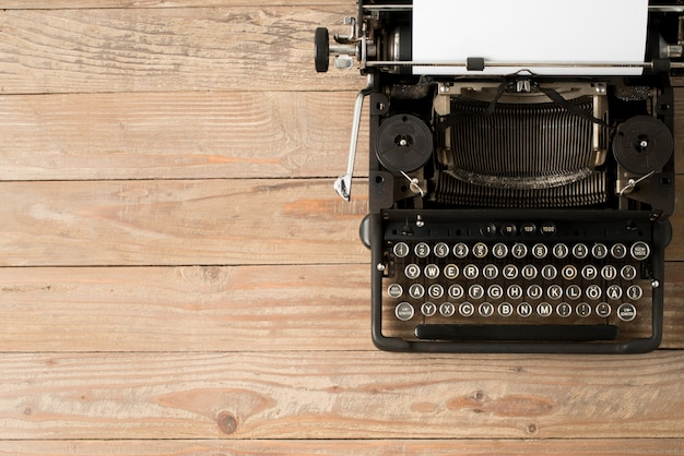 Vista dall'alto della macchina da scrivere stile retrò Foto Premium