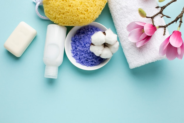 Vista dall'alto di articoli per l'igiene personale Foto Gratuite