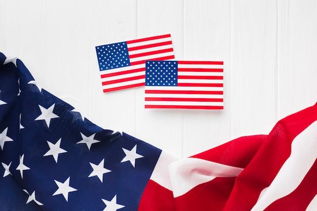 Vista dall'alto di bandiere americane per la festa dell'indipendenza Foto Gratuite