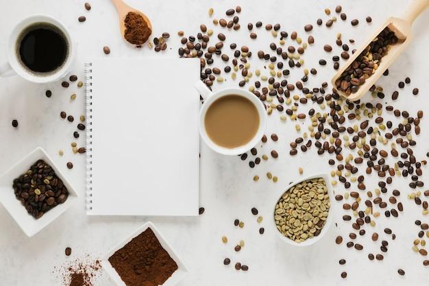 Vista dall'alto di caffè con notebook mock-up Foto Gratuite