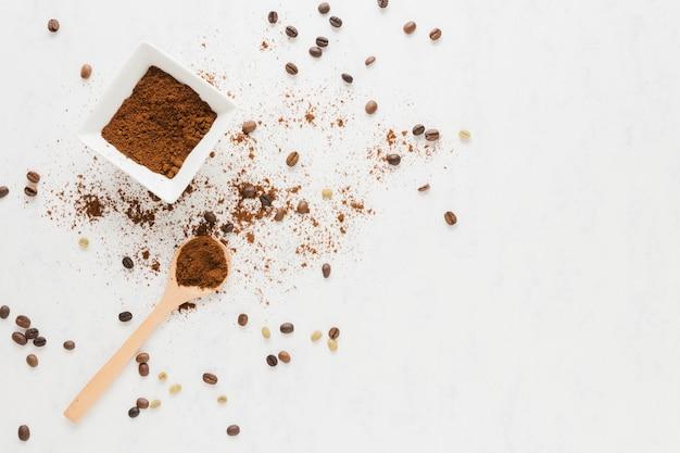 Vista dall'alto di caffè macinato Foto Gratuite
