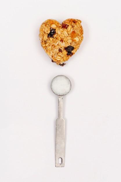 Vista dall'alto di cereali e cucchiaio Foto Gratuite